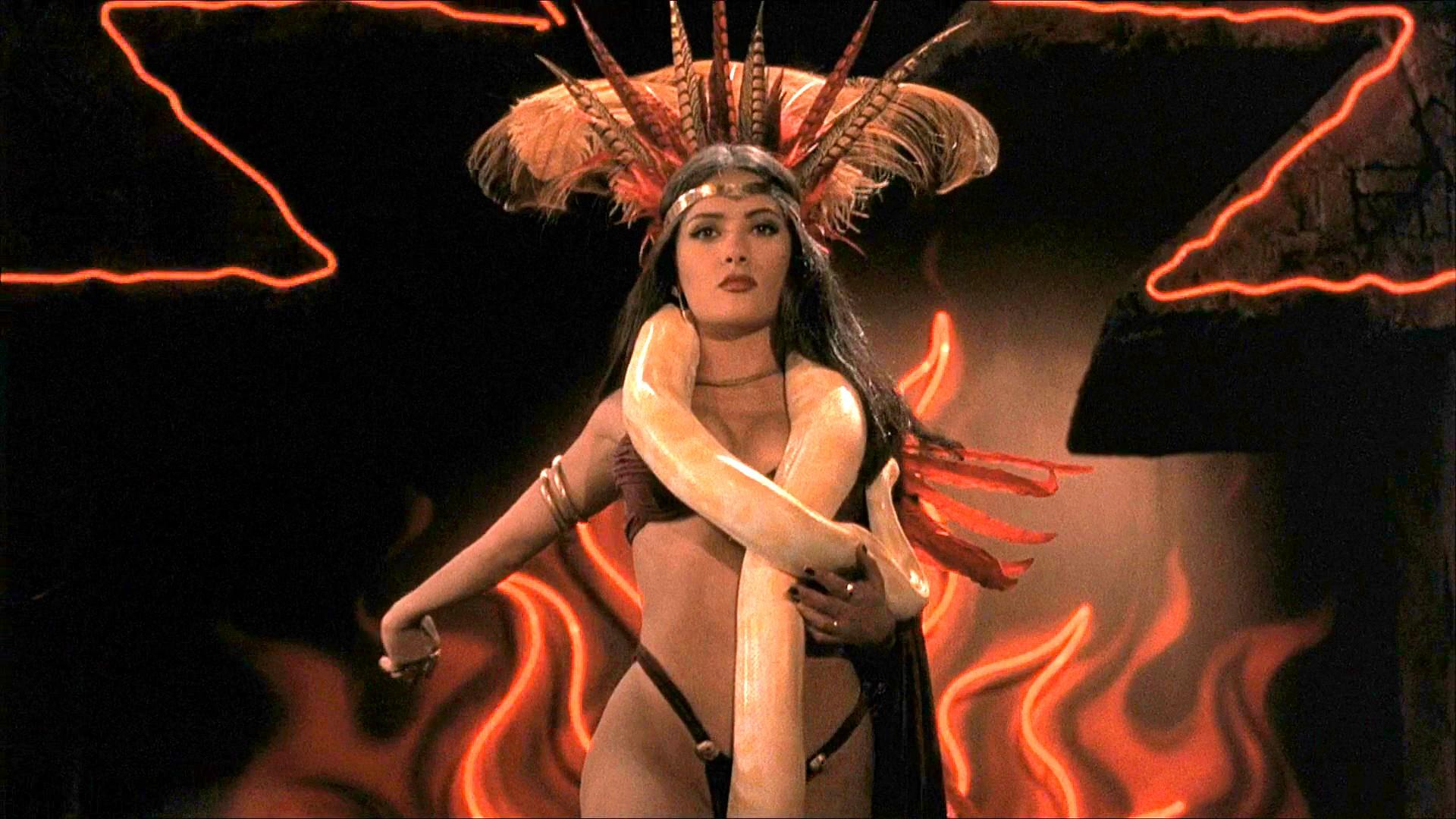 Salma Hayek y uno de los bailes mas sexys del cine de terror